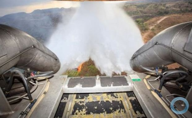 The FAB dropped nearly 12,000 liters of water during each run. (Photo: First Sergeant Johnson, Brazilian Air Force)