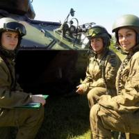 From left to right: Second Lieutenant María Eugenia García, Corporal Silvia Machado, and Private Melisa Mor, the Uruguayan National Army's first female M-24 tank crew. (Photo: Carlos Maggi/Diálogo)
