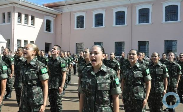 For the first time ever, the Brazilian Army opens up opportunities for women to embark on official military career paths, and enter into a combat arena, that until now was restricted to men. (Photo: Lieutenant Edison Seiji Uema/EsPCEx)